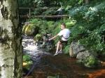 lanovka nad potokem